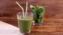 "Thumbnail image for Spinach Kiwi Chia Smoothie & the movie ""Super Shrink Me"""