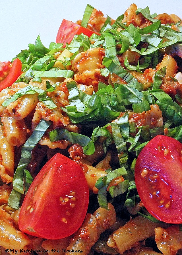 Sundried tomato and pasta salad