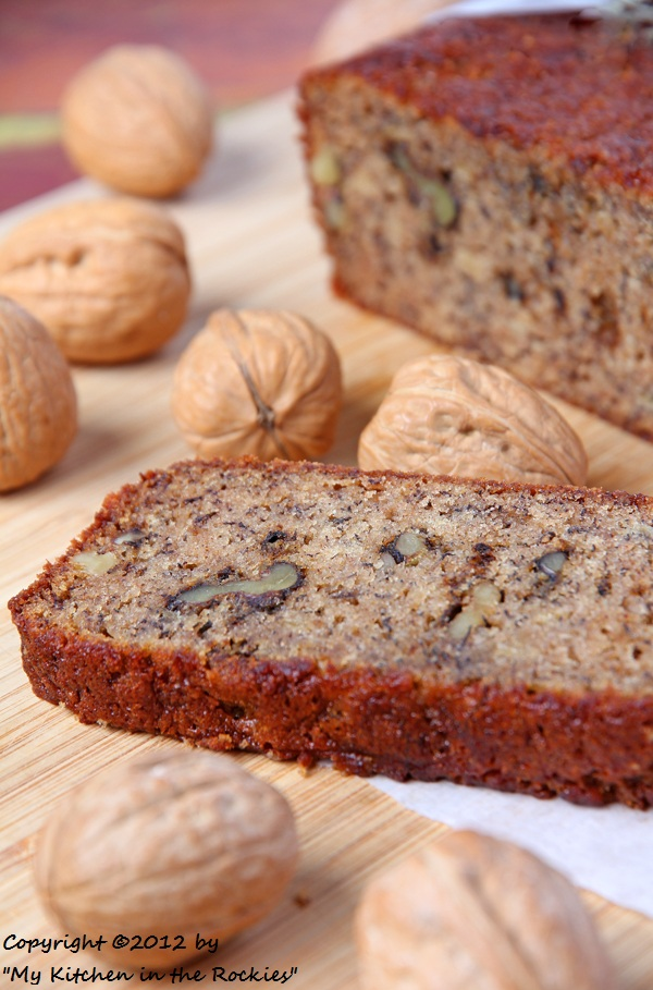 054 a 600 Toasted Walnut Banana Bread