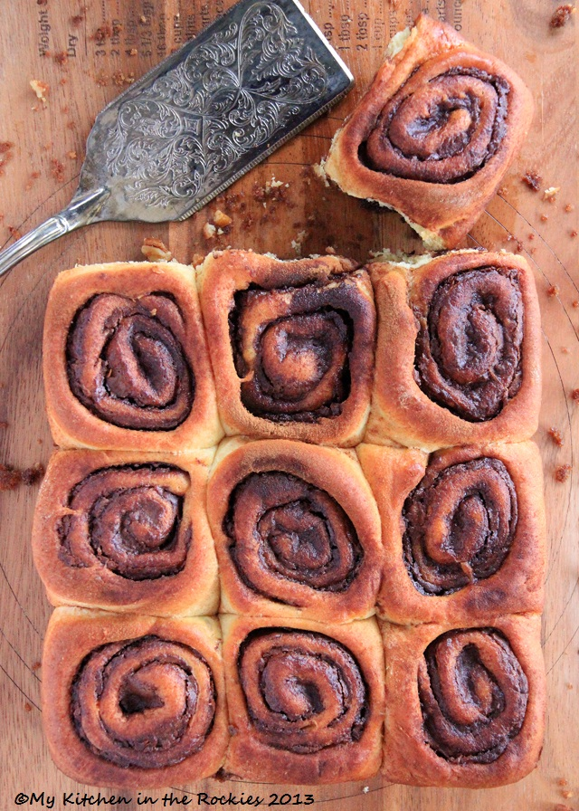 104 a 640 Nutella Buns (Rolls) with Pecans and Cinnamon